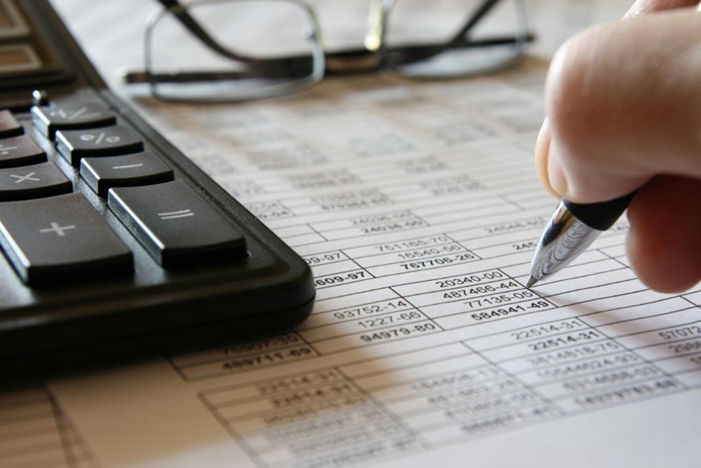 Бухгалтерия должна выставить оценочную стоимость товару