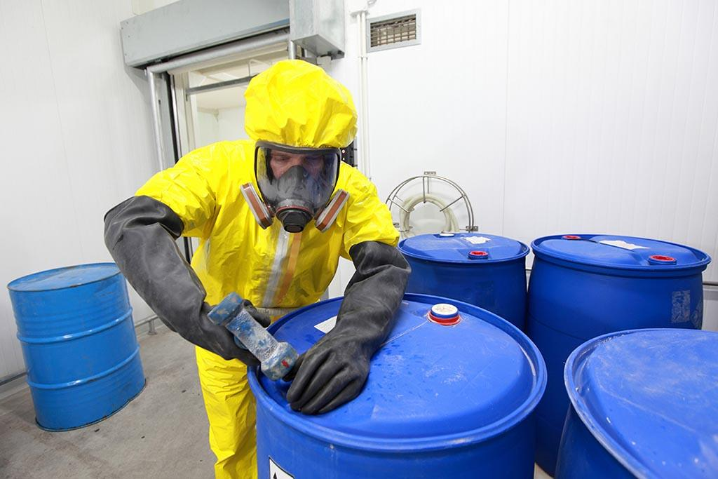 Лицензирование, как один из способов контроля над выполнением установленных требований в сфере деятельности с опасным мусором