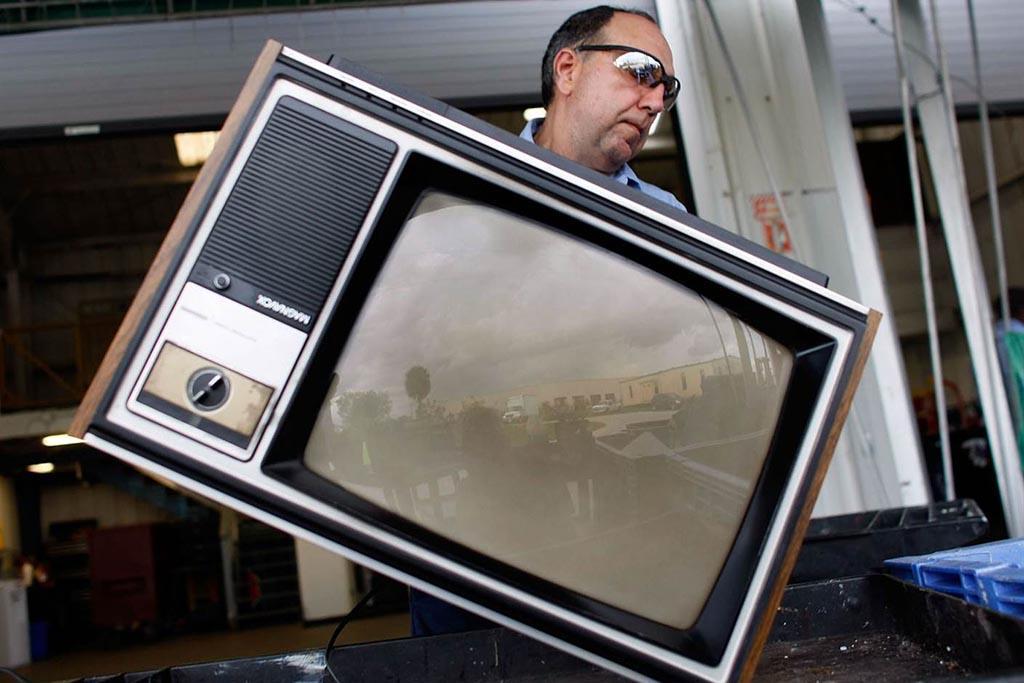 Можно подарить или отдать ненужный бу телевизор тем, кто нуждается