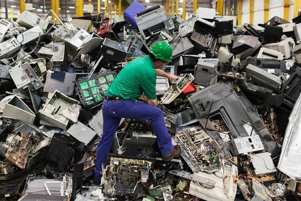 Образование отходов вследствие потребления, предоставления услуг, на производстве