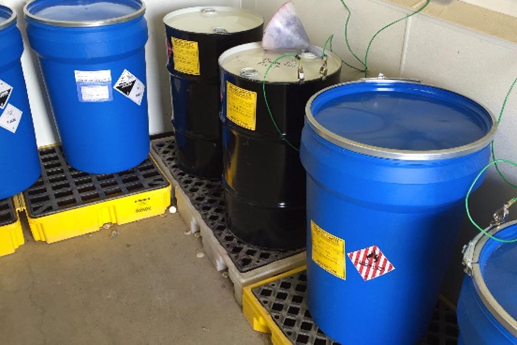 Отходы 1 класса хранятся в герметичных контейнерах, цистернах, бочках