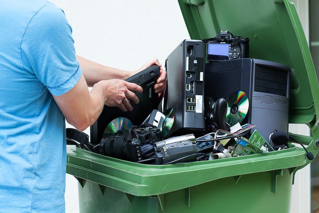 Сбор – прием мусора, временное складирование на территории его собственника
