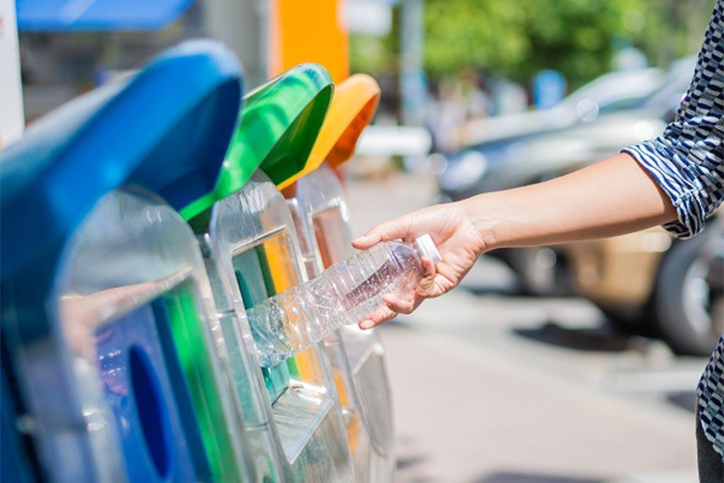 Сдавать бутылки на переработку