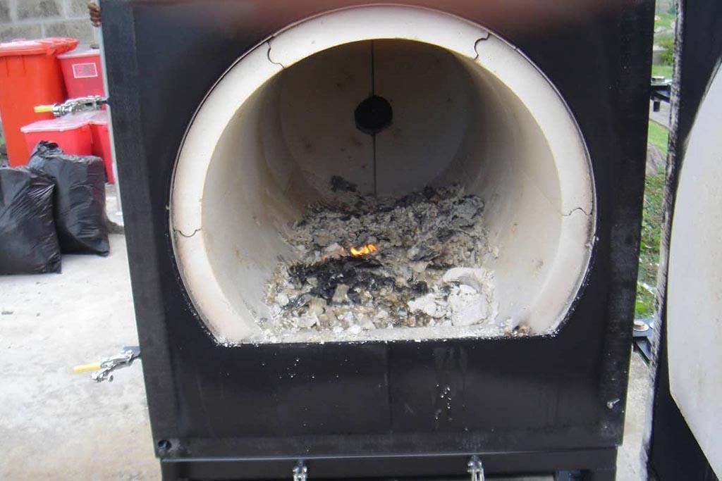 Сжигание мусора в печи