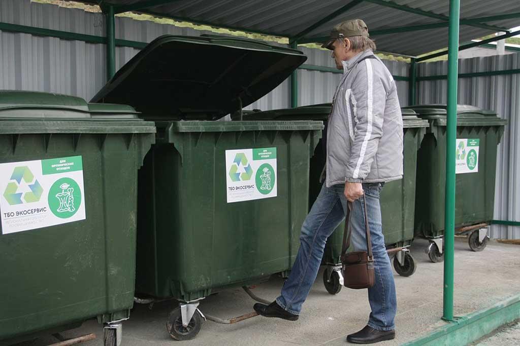 Закрытые мусорные контейнеры