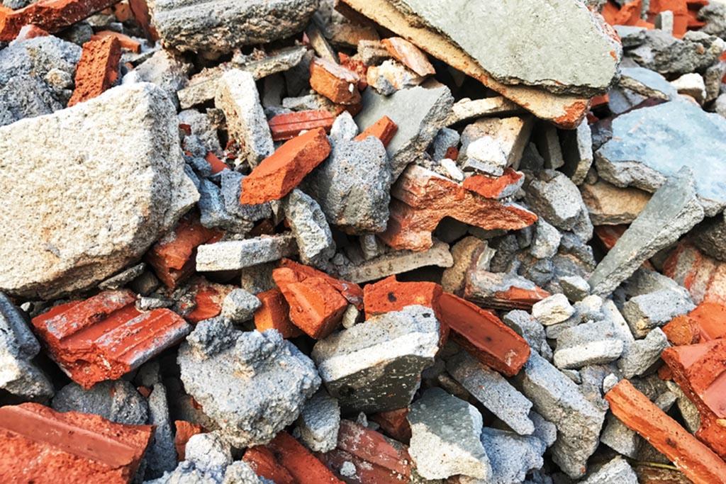 КГО не включает строительный мусор и относится к ТКО