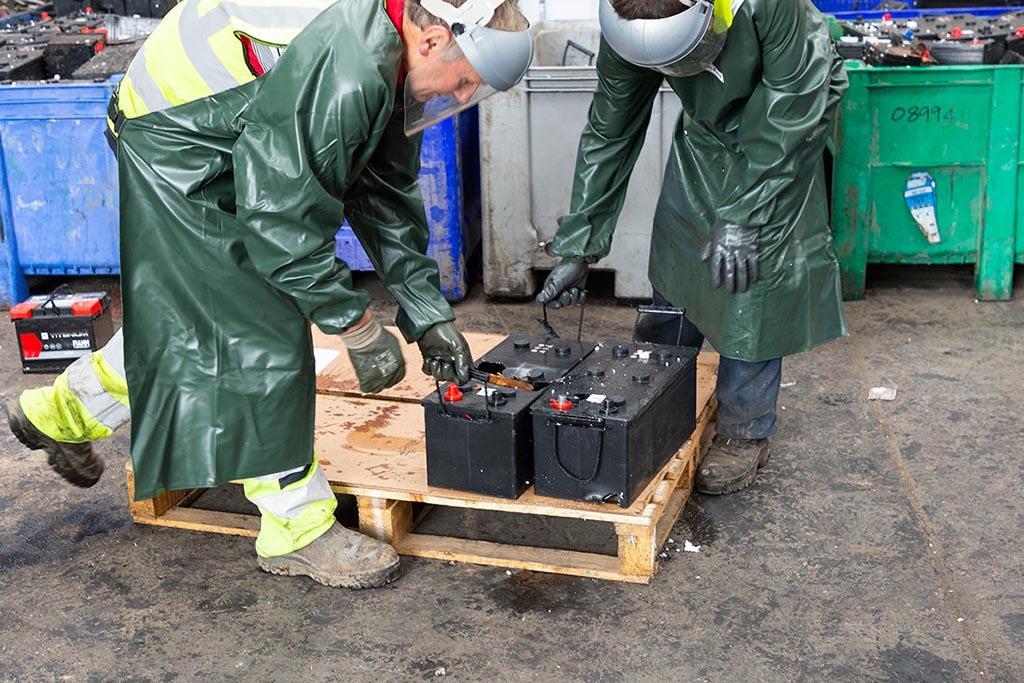 Как утилизировать опасные отходы