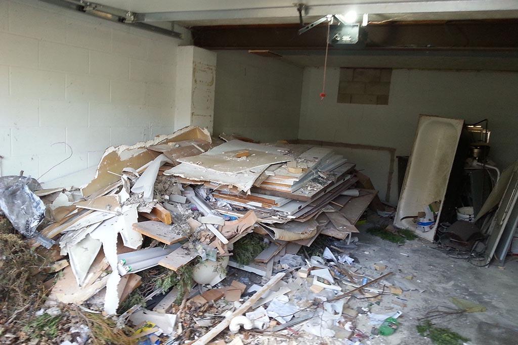 Как вывезти строительный мусор из квартиры