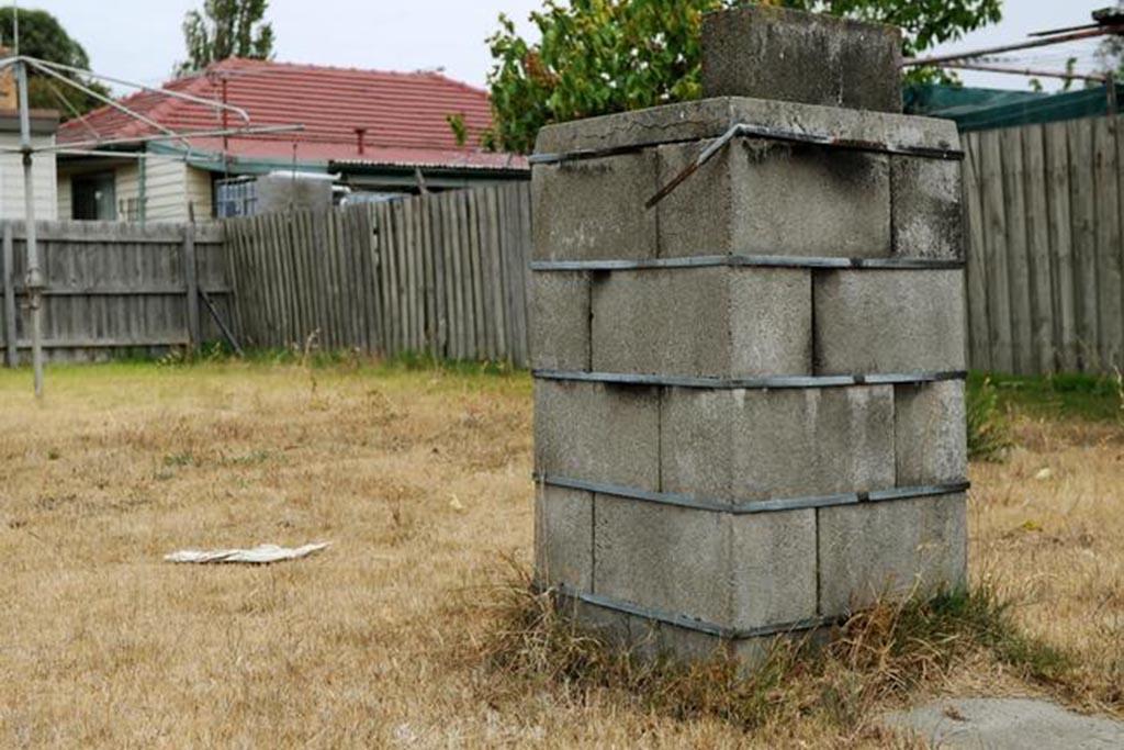 Каменная или кирпичная печь для сжигания мусора