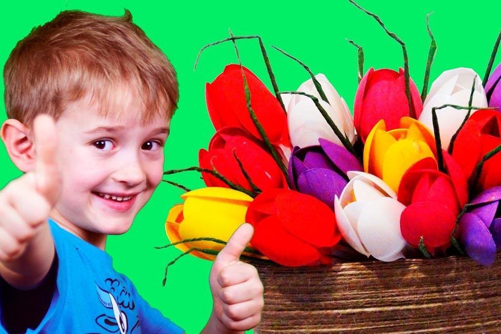 Корзина с цветами из одноразовых ложек