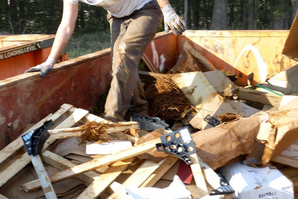 Кто должен вывозить строительный мусор и откуда