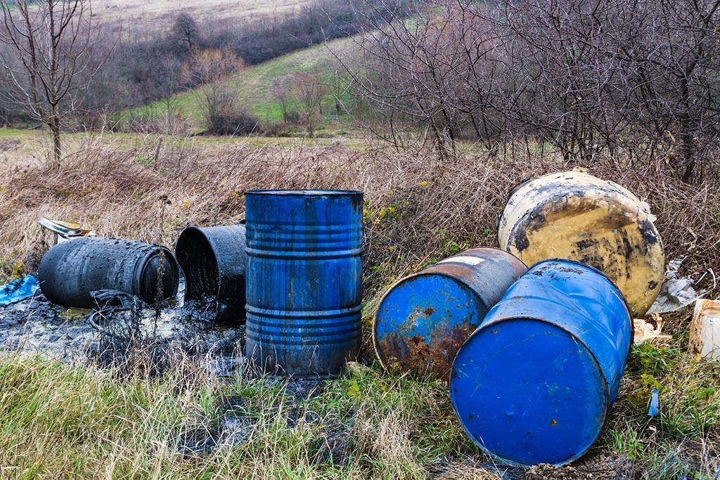 Незаконная свалка токсичных отходов