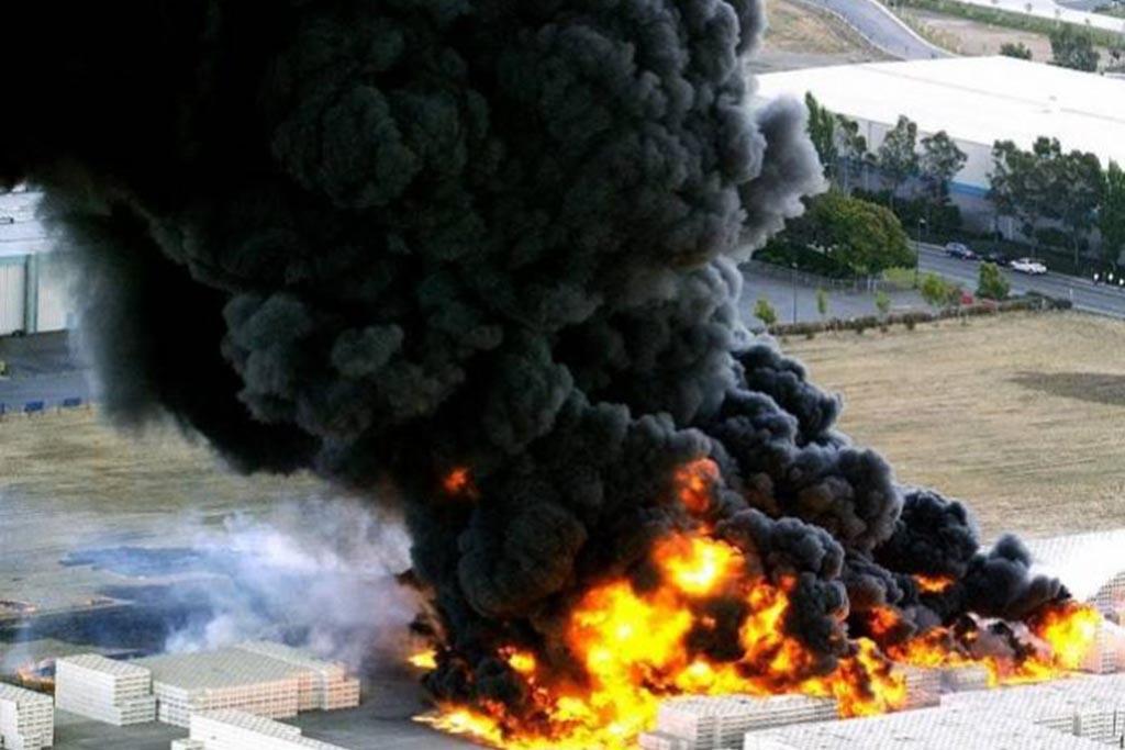 Почему окна ПВХ опасно сжигать самостоятельно