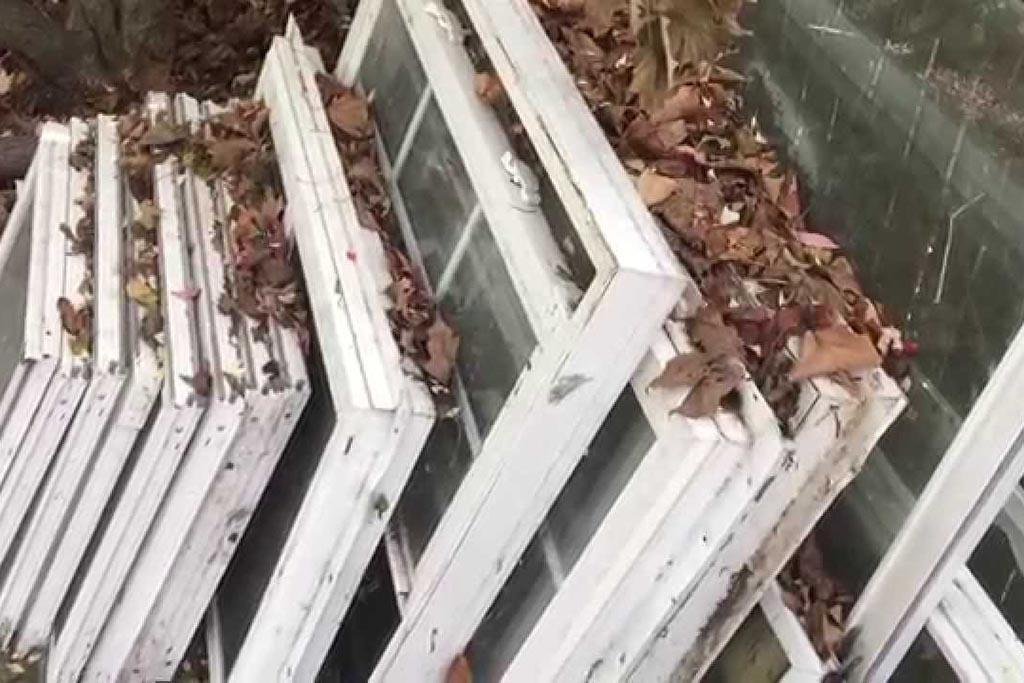 Почему старые пластиковые окна нельзя отнести на мусорку или полигон