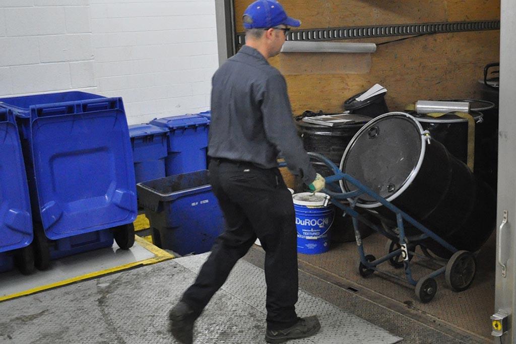 Разделение производственных отходов по классам опасности