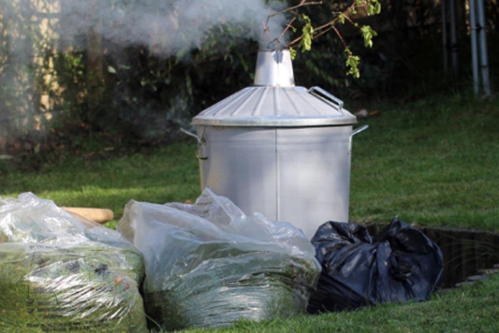 Сжигание мусора в фирменной печи