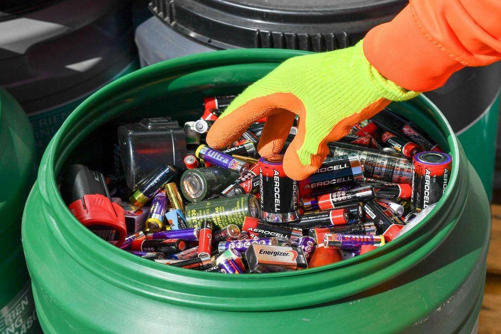 Сбор батареек для утилизации