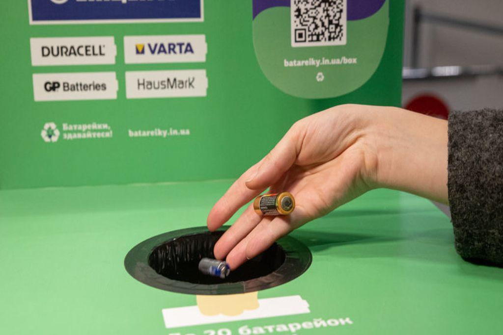 Урны для батареек в сетевых магазинах