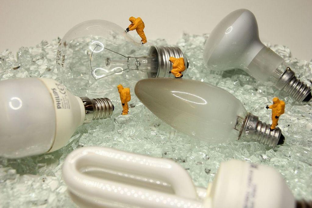 Вибропневматический метод переработки элементов лампы