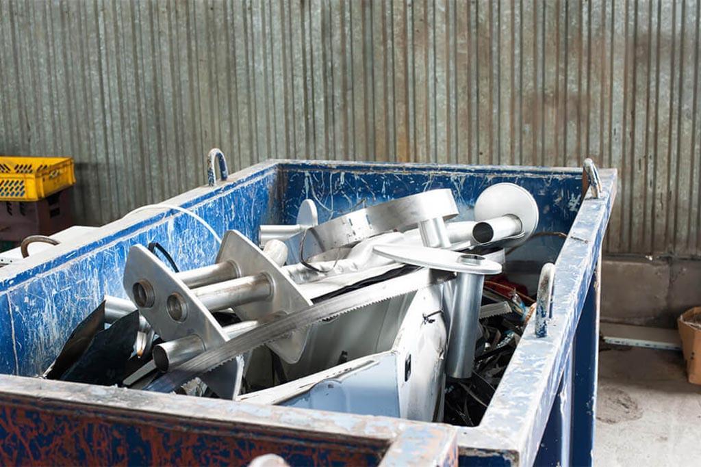 Вывоз производится по расписанию – регулярно, по запросу – разово