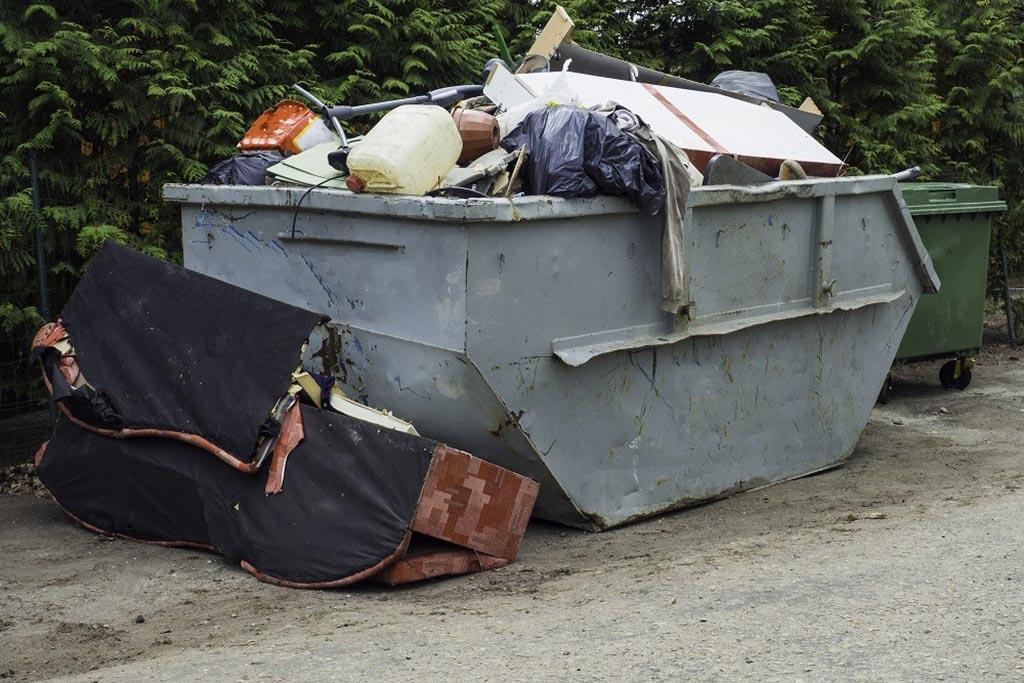 Кто вывозит крупногабаритный мусор от населения