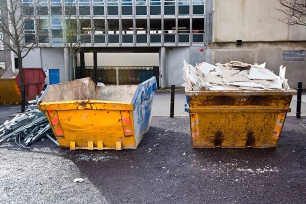Можно ли выбрасывать строительный мусор в контейнер у дома
