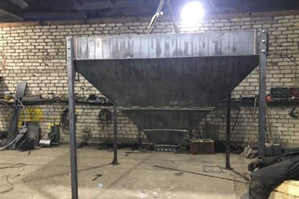 Накопительные бункеры для хранения крошки