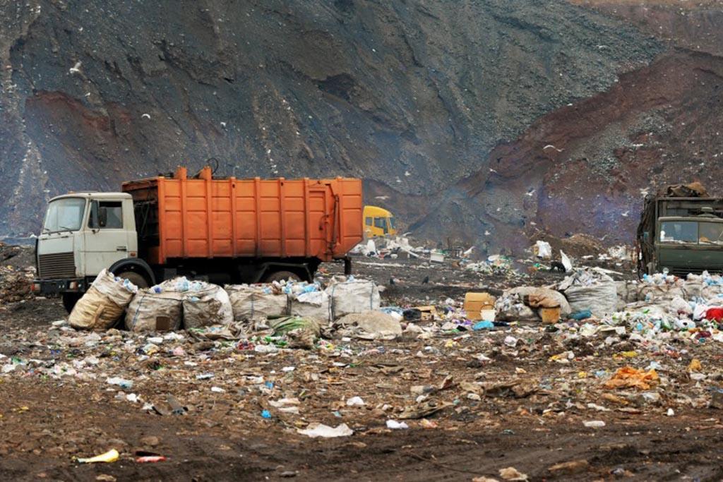 Осуществлять вывоз мусора