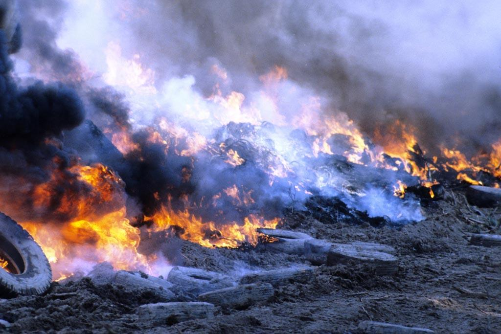 Преимущества переработки шин перед сжиганием покрышек на свалках