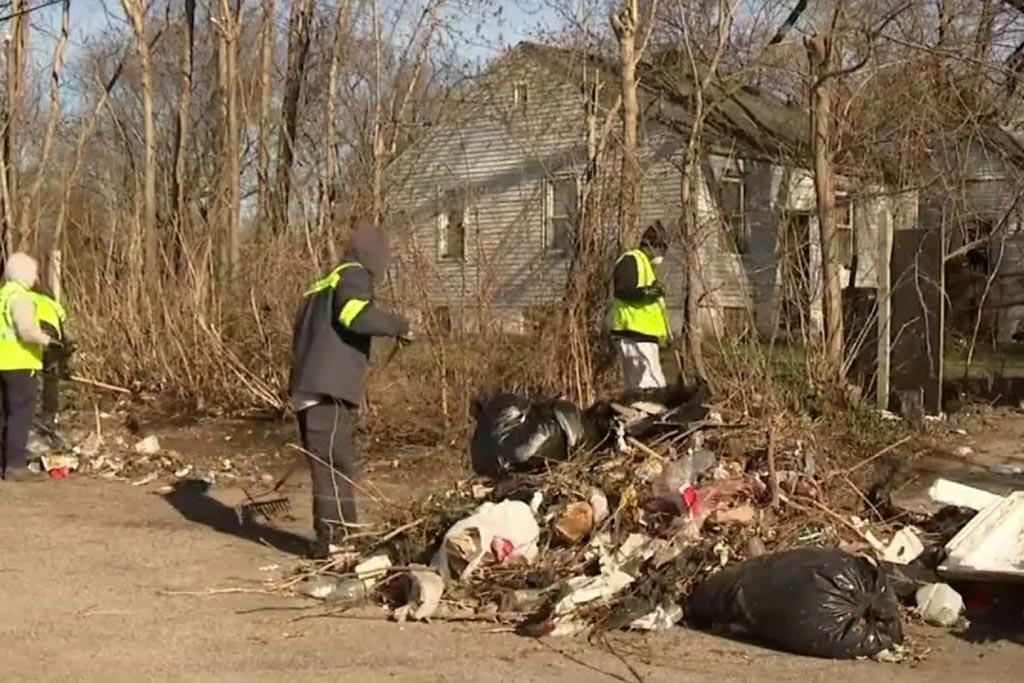 Применять меры по ликвидации незаконных свалок и мусорных навалов