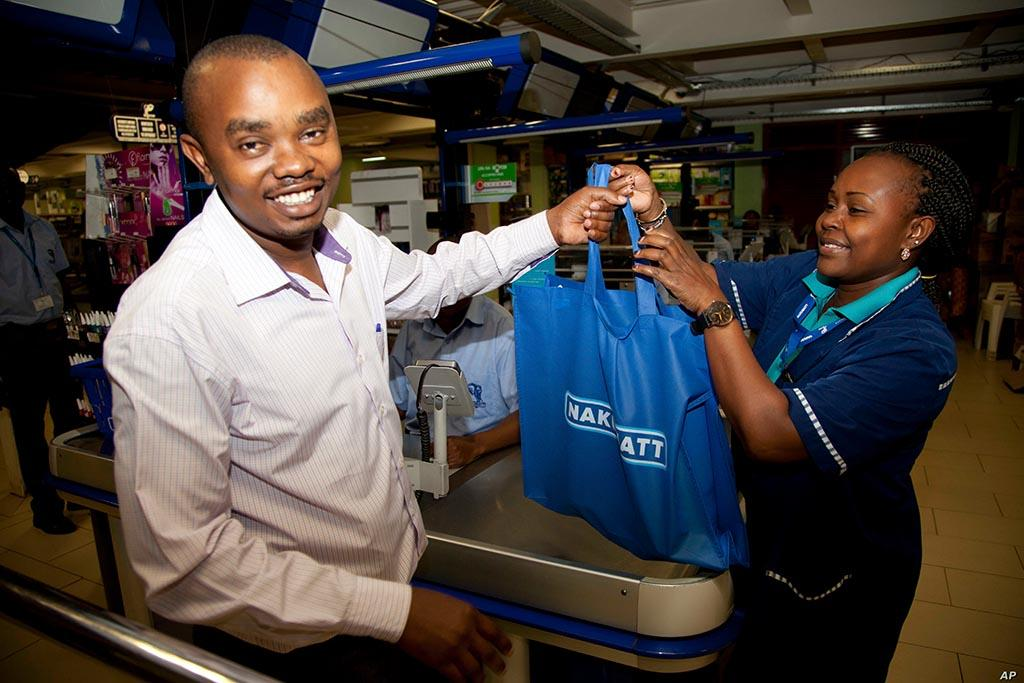 В Кении пластиковые пакеты запрещены законодательно