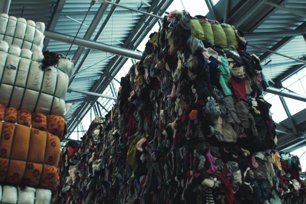 Воспользоваться акцией утилизации старых вещей в магазинах
